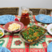 mesa posta para o natal com pratos veganos diversos